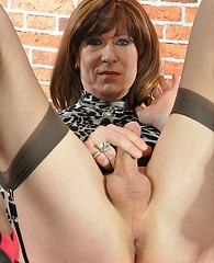 Mature crossdresser wanks herself off